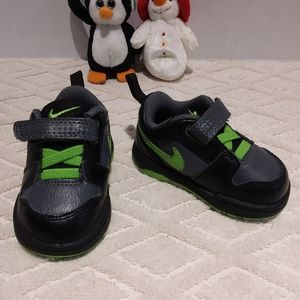 Nike cute neon pop shoes-NWOT